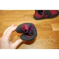 Sole Runner PUCK Red/Black lze stočit do ruličky